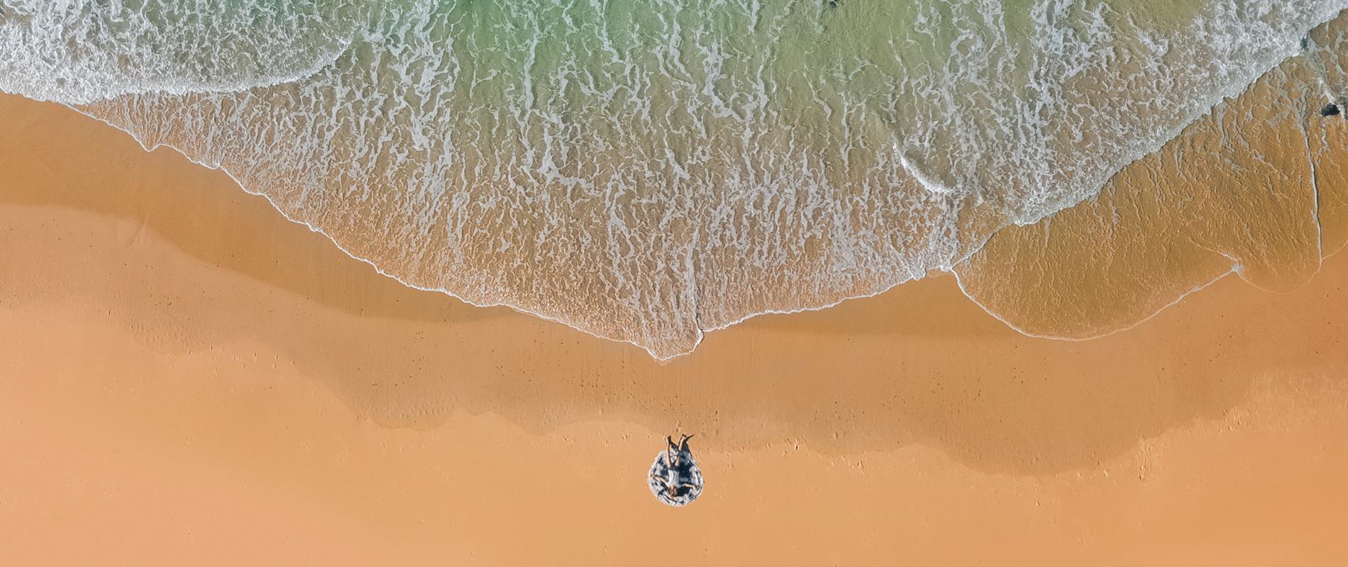 Bild eines Menschen am Meer